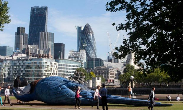 Giant_dead_parrot_unveiled_in_London_to_pay_tribute_to_Monty_Python