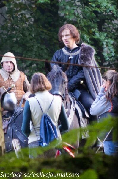 Benedict Cumberbatch on a horse for Richard III