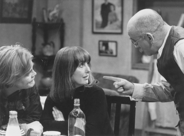 Warren Mitchell as Alf Garrett and Una Stubbs as Rita in Till Death Us Do Part