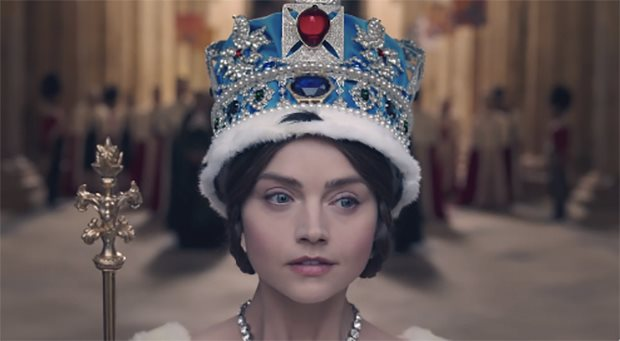 The turning of Jenna Coleman's brown eyes blue in 'Victoria'