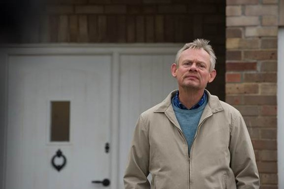 Martin Clunes returns to the world of sitcom in 'Warren' during 'Doc Martin' downtime