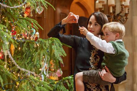 Trimming the tree at Downton-Abbey