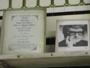 Roy-Orbison-at-Manzes-Pie-and-Mash-shop2-300x225