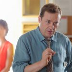 Ardal O'Hanlon votes himself off the island in 'Death in Paradise'